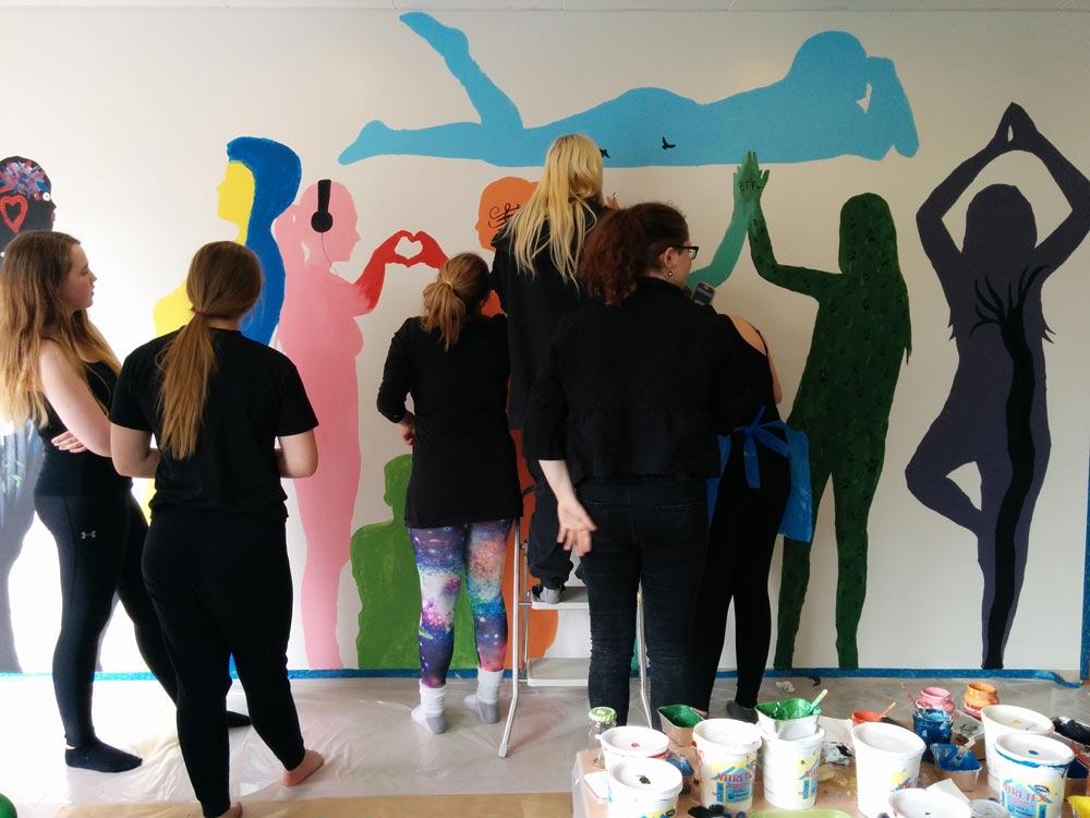 W-teen-mural